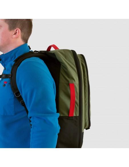 Topo Designs Travel Bag 40L Olive Onbody Side